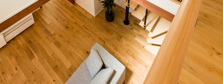 肌に触れるからこそ床や建具も無垢材を使う